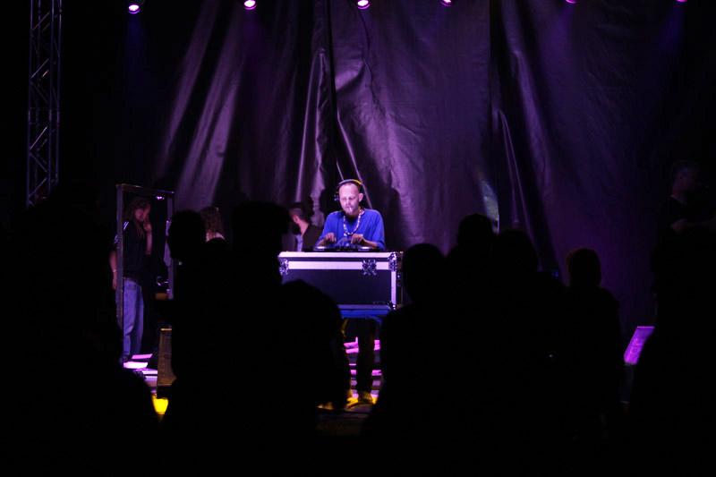 31-DJ AKTARUS on the set